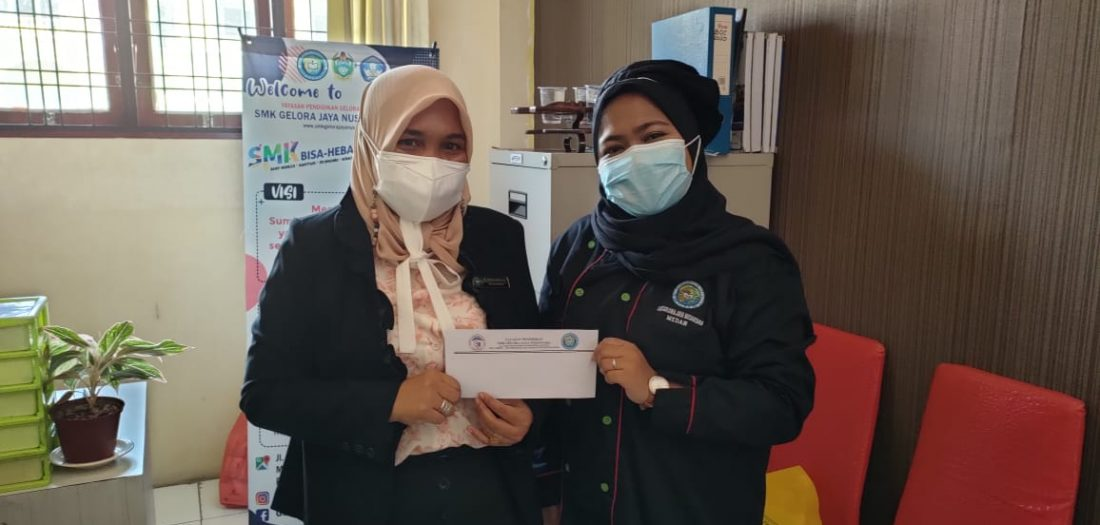 Penyerahan Beasiswa dari PT. Kimia Farma, Tbk Kepada Siswa/i berprestasi di SMK Gelora Jaya Nusantara Medan