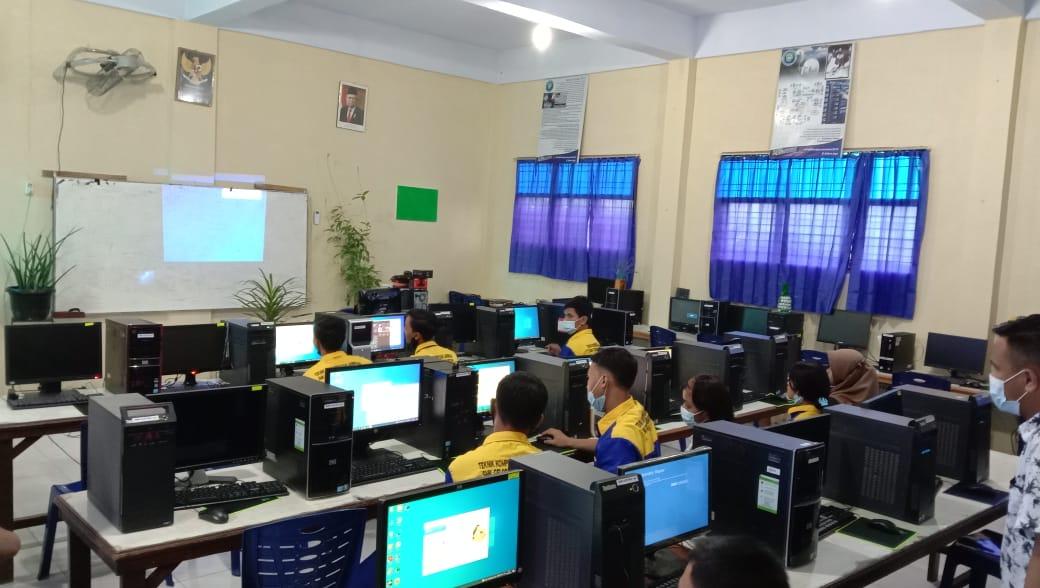 Ruang Praktik Jurusan Teknik Komputer Dan Jaringan